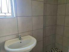 En-suite main bathroom (shower, basin, toilet)