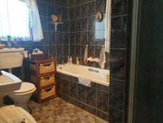 En-suite bathroom of main bedroom