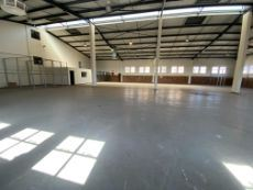 Warehouse TO LET with easy access