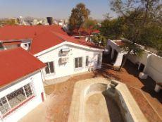 Windhoek, Klein Windhoek, Swimming Pool