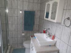 Flatlet bathroom