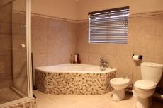 Full bathroom to serve 2nd and 3rd bedrooms