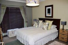 Guest room (4th bedroom) with en-suite bathroom