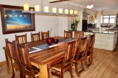 Open plan dining area and kitchen