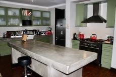 Contemporary kitchen with centre island
