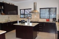 Kitchen with centre island