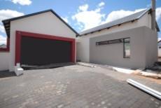 3 Bedroom House for sale in Midstream Estate 772581 : photo#0